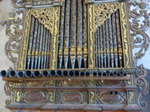 faces on the organ pipes