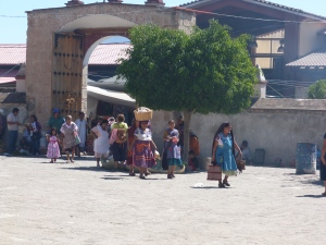 People leaving the market in Tlacochahuaya